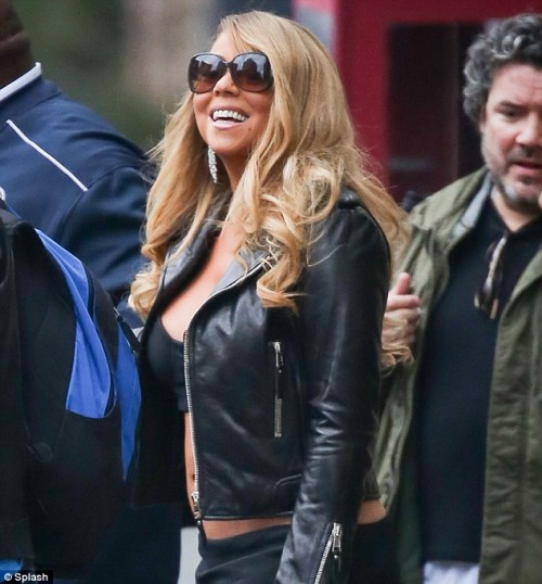 mariah midrift 2013 2 e1359624183827 Hot Shots: Mariah Carey Bares Midriff In NYC