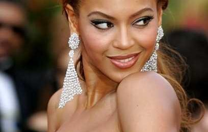 Retro Rewind: Beyonce Performs 'Vois Sur Ton Chemin' At 77th Academy Awards