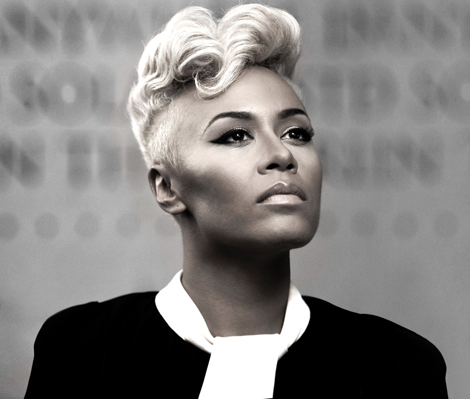 Emeli Sande thatgrapejuice Watch: Emeli Sande Performs Clown Live At BRIT Awards 2013