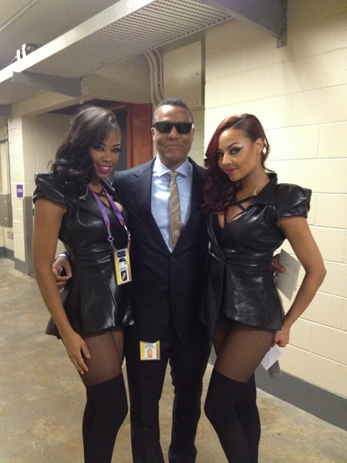 beyonce ashley everret frank gatson e1360196159225 Hot Shot: Destinys Child Pose It Up With Tina Beyince + More Backstage Super Bowl Pics