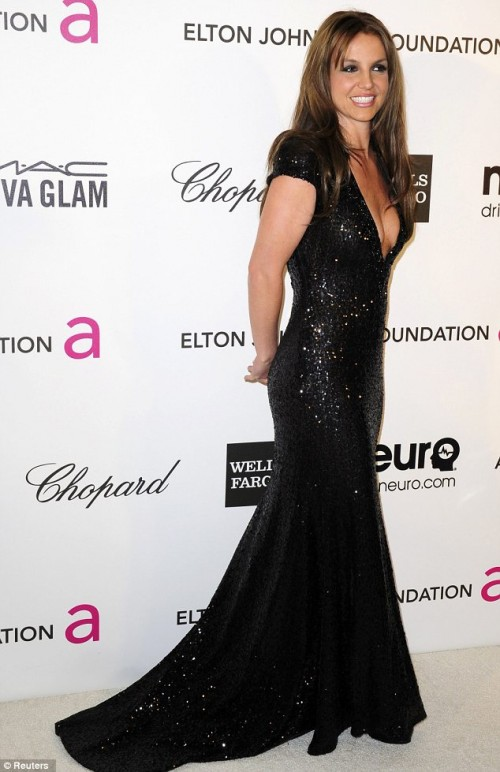 britney spears brown hair 2013 2 e1361801027266 Brunette Bombshell: Britney Spears Debuts New Hair Color At Elton John Oscar Bash