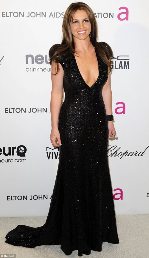 britney spears brown hair 2013 e1361799882558 Brunette Bombshell: Britney Spears Debuts New Hair Color At Elton John Oscar Bash
