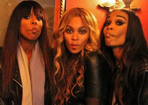 dc3 2013 e1360195606911 Hot Shot: Destinys Child Pose It Up With Tina Beyince + More Backstage Super Bowl Pics