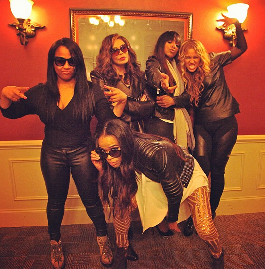 destinys child tina knowles that grape juice she is diva Hot Shot: Destinys Child Pose It Up With Tina Beyince + More Backstage Super Bowl Pics