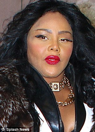 LIL KIM THAT GRAPE JUICE1 Lil Kim Has Twitter Meltdown / Attacks Wendy Williams & Disloyal Fans