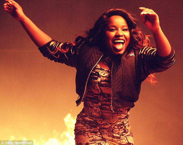 article 2293117 18A63E7C000005DC 908 634x502 Hot Shots: Misha B Heats Up In Heres To Everything Video
