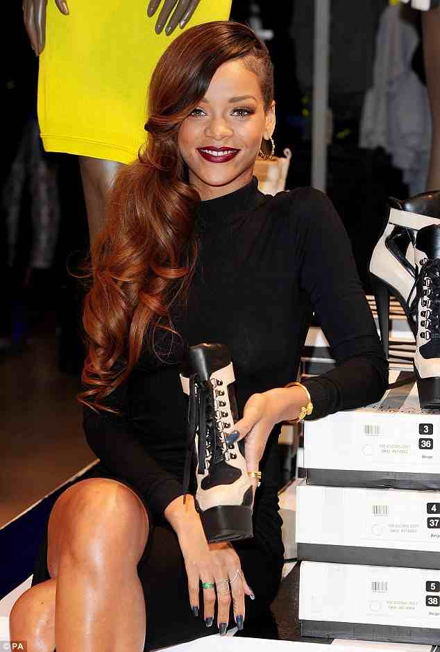 rihanna river island that grape juice1 Watch: Rihanna Launches River Island Line In London / Parties With Will Smith