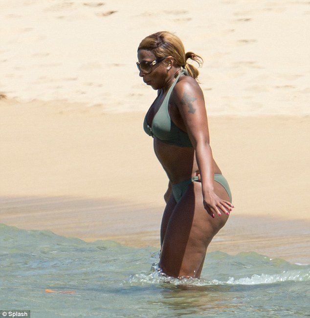 Mary J BLIGE THAT GRAPE JUICE 2 Hot Shots: Mary J. Blige Enjoys Puerto Rican Get Away