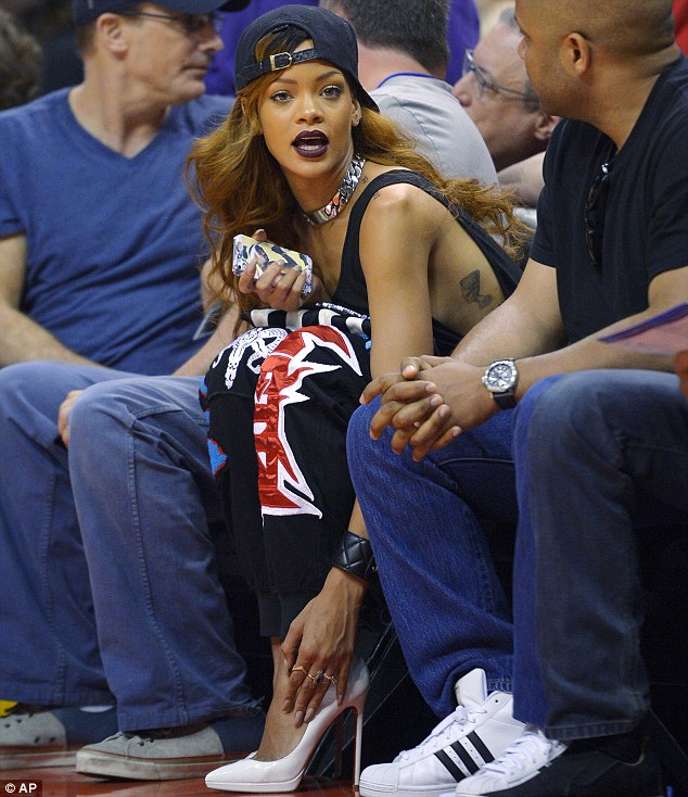 RIHANNA-JAY-BROWN-THAT-GRAPE-JUICE (2)