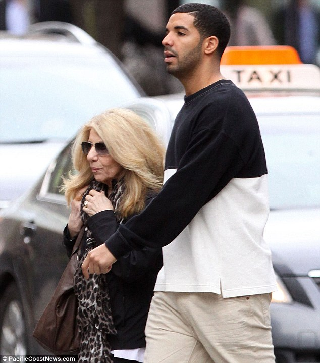 DRAKE THAT GRAPE JUICE Hot Shots: Drake Hits Toronto With Mother Ahead Of Nothing Was The Same