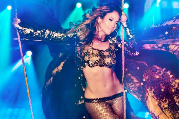 Watch Jennifer Lopez Performs Live It Up On American