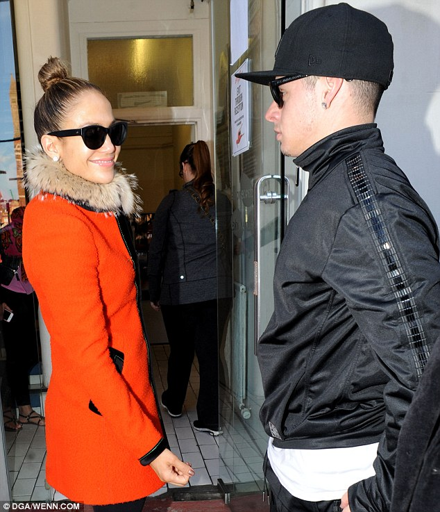 jennifer lopez that grape juice 4 Hot Shots: Jennifer Lopez Arrives In London Ahead Of Britains Got Talent Gig
