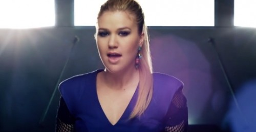 kelly clarkson people like us e1369750855547 New Video: Kelly Clarkson   People Like Us