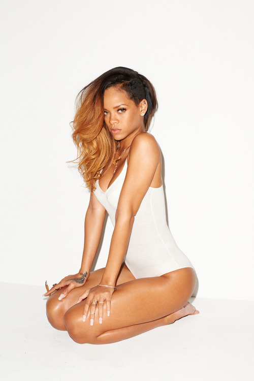rihanna 2013 Classy: Rihanna Posts Provocative Pour It Up Video Pics