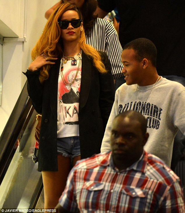 rihanna that grape juice Hot Shots: Rihanna Hits Best Buy With Younger Brother