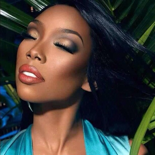 BRANDY THAT GRAPE JUICE Must See: Celebrities Congratulate Brandy On 20 Years In The Industry / Brandy Reacts