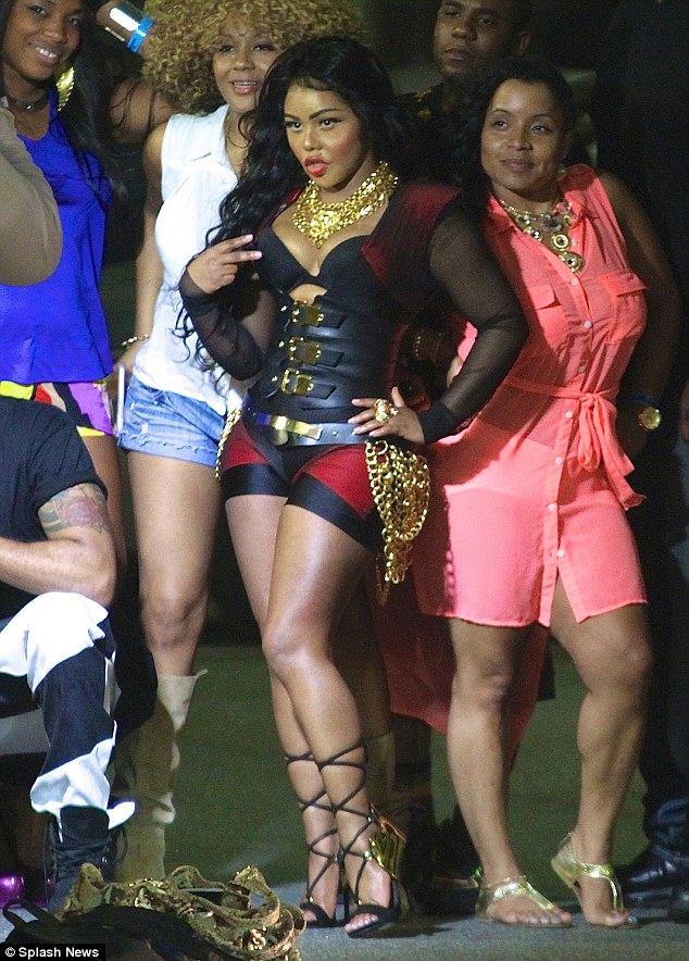 lil kim that grape juice Hot Shots: Lil Kim Stuns Fans At Hot 97s Summerjam