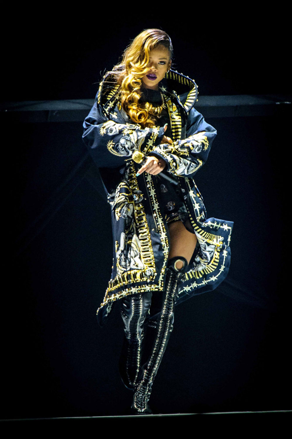 rihanna-diamonds-world... Rihanna Diamonds
