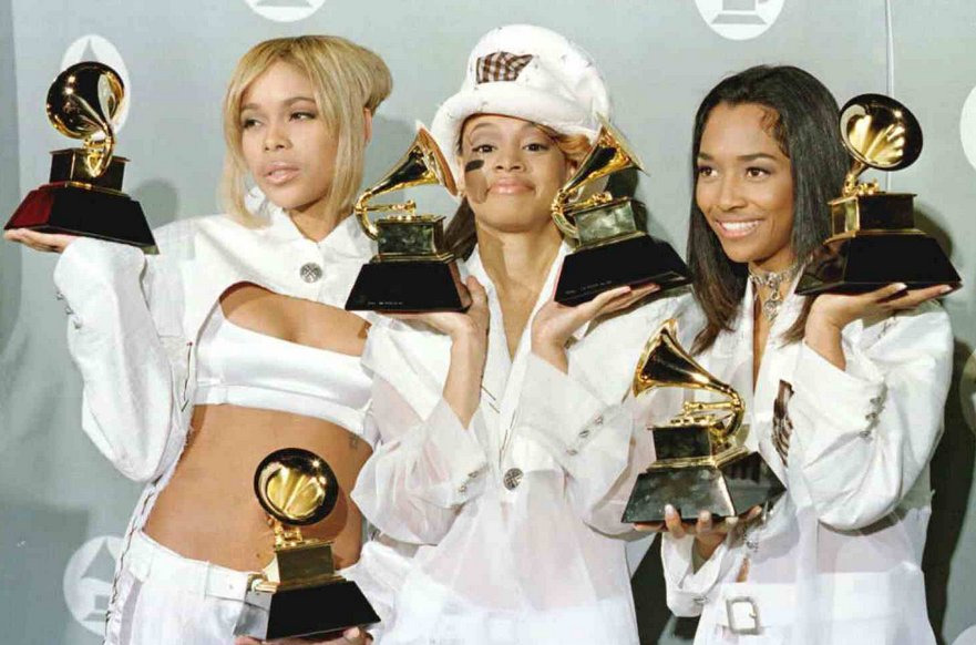 tlc that grape juice1 Must See: TLC Wow Fans At VH1 Mixtape Festival / Perform Alongside Lil Mama