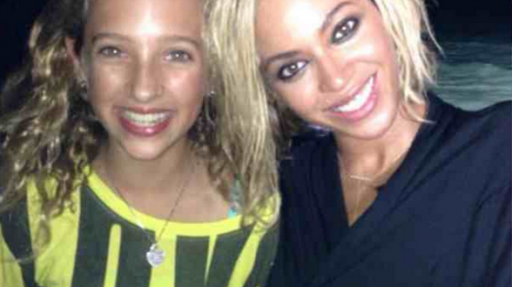 Must See: Beyonce Meets Fans On Alleged Video Set