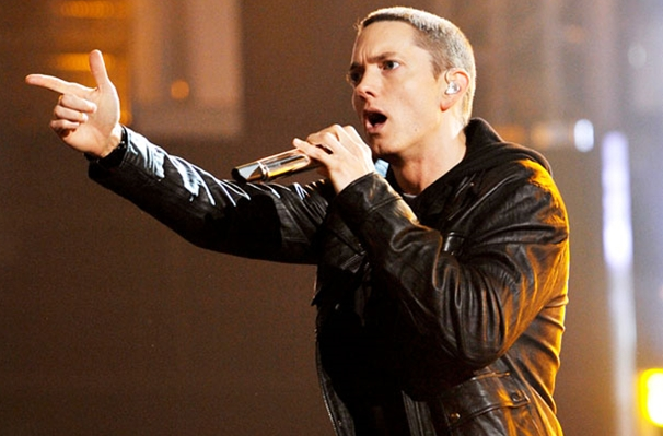 eminem that grape juice2 Must See: Eminem Serves First Performance Of Survival