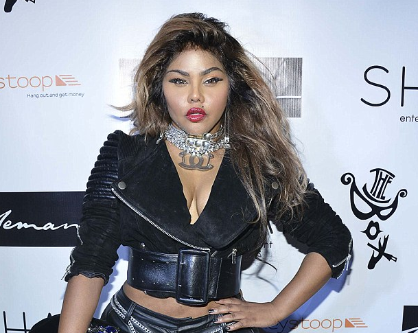 lil kim the box that grape juice Hot Shots: Lil Kim Rocks The Box With Raunchy Performance