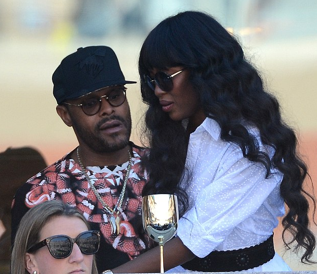 maxwell naomi campbell that grape juice Hot Shots: Maxwell Rubs Shoulders With Naomi Campbell At US Open