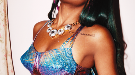 Azealia Banks Pelted With Beer Can At 'Listen Out Festival' 2013