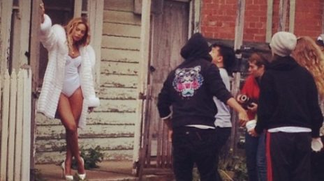 Hot Shots: Beyonce Stuns On Australian Shoot / Fans Visit Set To...Recreate