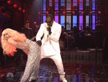 Screen shot 2013 11 17 at 12.17.44 AM Watch:  Lady Gaga & R.Kelly Rock SNL With Racy Performance *Updated*