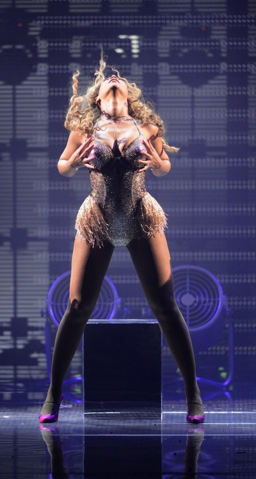 beyonce tgj thatgrapejuice Watch: Beyonce Delivers Electrifying Dance For You Performance (Live From Atlantic DVD)