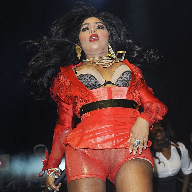 lil kim that grape juice she is diva 14 Hot Shots: Lil Kim Wows British Fans At Musicalize UK Performance Outing