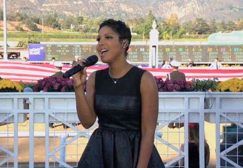 toni braxton us anthem e1384045140768 Watch: Toni Braxton Performs US National Anthem At Breeders Cup 2013