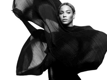 Boom! Beyonce Stings Rivals With Groundbreaking First Week Sales