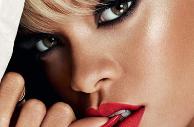 Watch: Rihanna 'Threatens' NYC Party Goer?