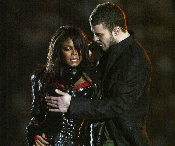 janet jackson super bowl 2014 Major: Former FCC Chairman Admits Janet Jackson Was Treated Unfairly After Super Bowl