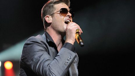 Robin Thicke Breaks Down On Stage:  'I'm Trying To Get My Girl Back'