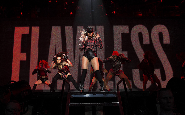 1926744 725482120820005 1100135601 n Hot Shots:  Beyonce Beams In Glasgow For World Tour Reboot