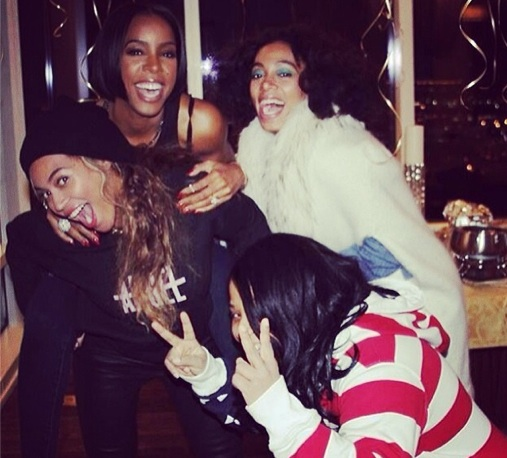 kelly rowland bday 2 Hot Shot: Kelly Rowland Celebrates Birthday With Beyonce & Friends