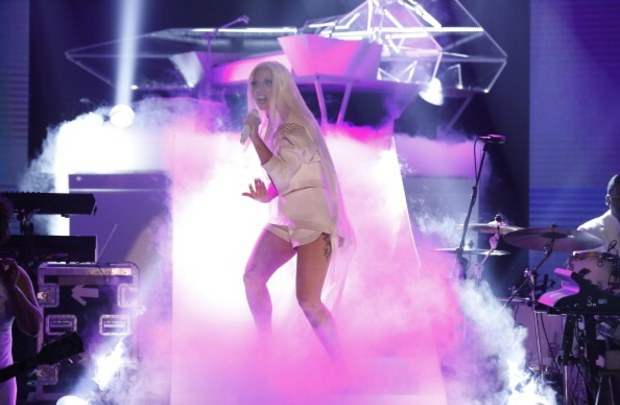 lady gaga performs on the tonight show starring jimmy fallon Watch:  Lady Gaga Wails Artpop On Tonight Show