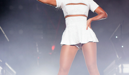 'The Mrs.Carter Show':  Beyonce Dazzles Fans With 'Blow'