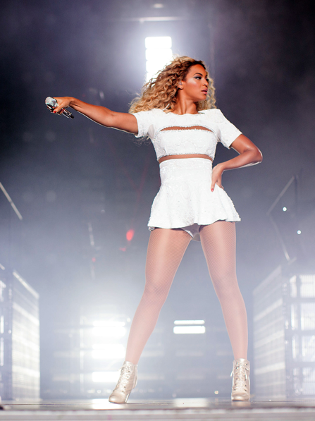 she-is-diva-beyonce-the-mrs-carter-show-that-grape-juice