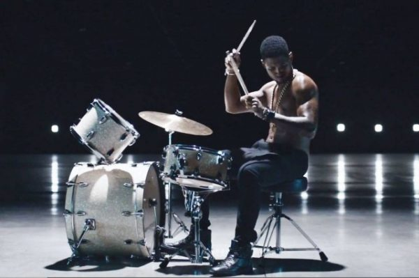 usher good kisser video bts 600x399 Behind The Scenes: Usher   Good Kisser Video