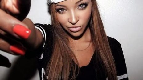 Watch: Tinashe Sizzles At 'STINGAREE' / Performs  '2 On' For Fans