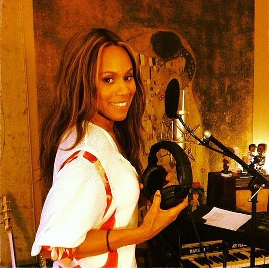 deborah whitney Whitney Biopic: Snippet Of I Will Always Love You (Performed By Deborah Cox) Surfaces