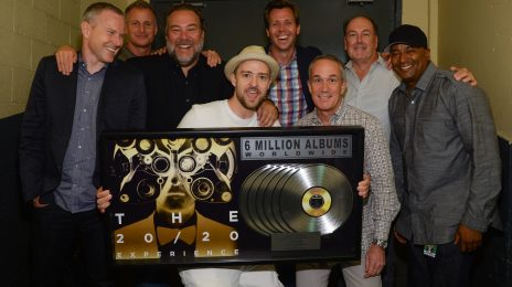 Justin Timberlake Receives Plaque For Selling 6 Million Copies Of '20/20 Experience'