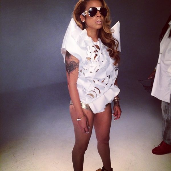 keyshia cole 1 600x600 Hot Shots: Keyshia Cole Shoots N*ggas Like You Video With 2 Chainz