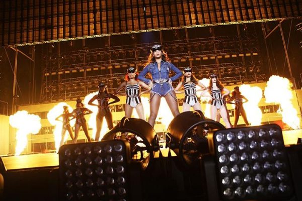 beyonce vma 2014 1 600x400 Hot Topic: Which Songs Should Beyonce Perform At The MTV VMAs?