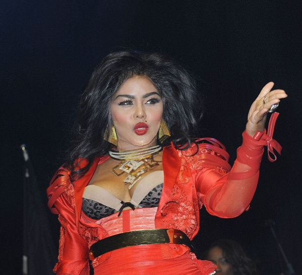 lil kim she is diva that grape juice 2013 600x547 New Song: Lil Kim   Flawless (Nicki Minaj Diss)