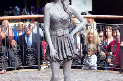 Hot Shot: Amy Winehouse Statue Unveiled In London's Camden